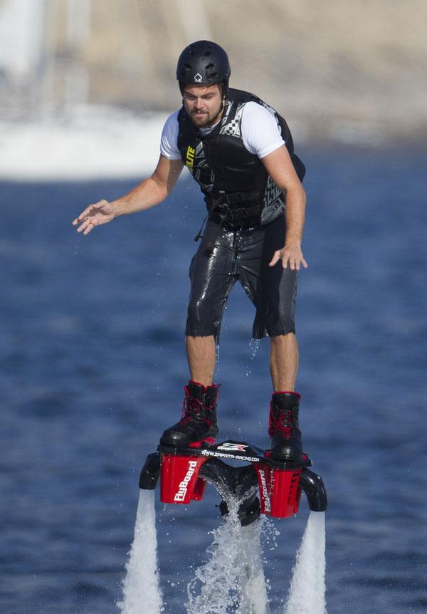 dikaprio-flyboard
